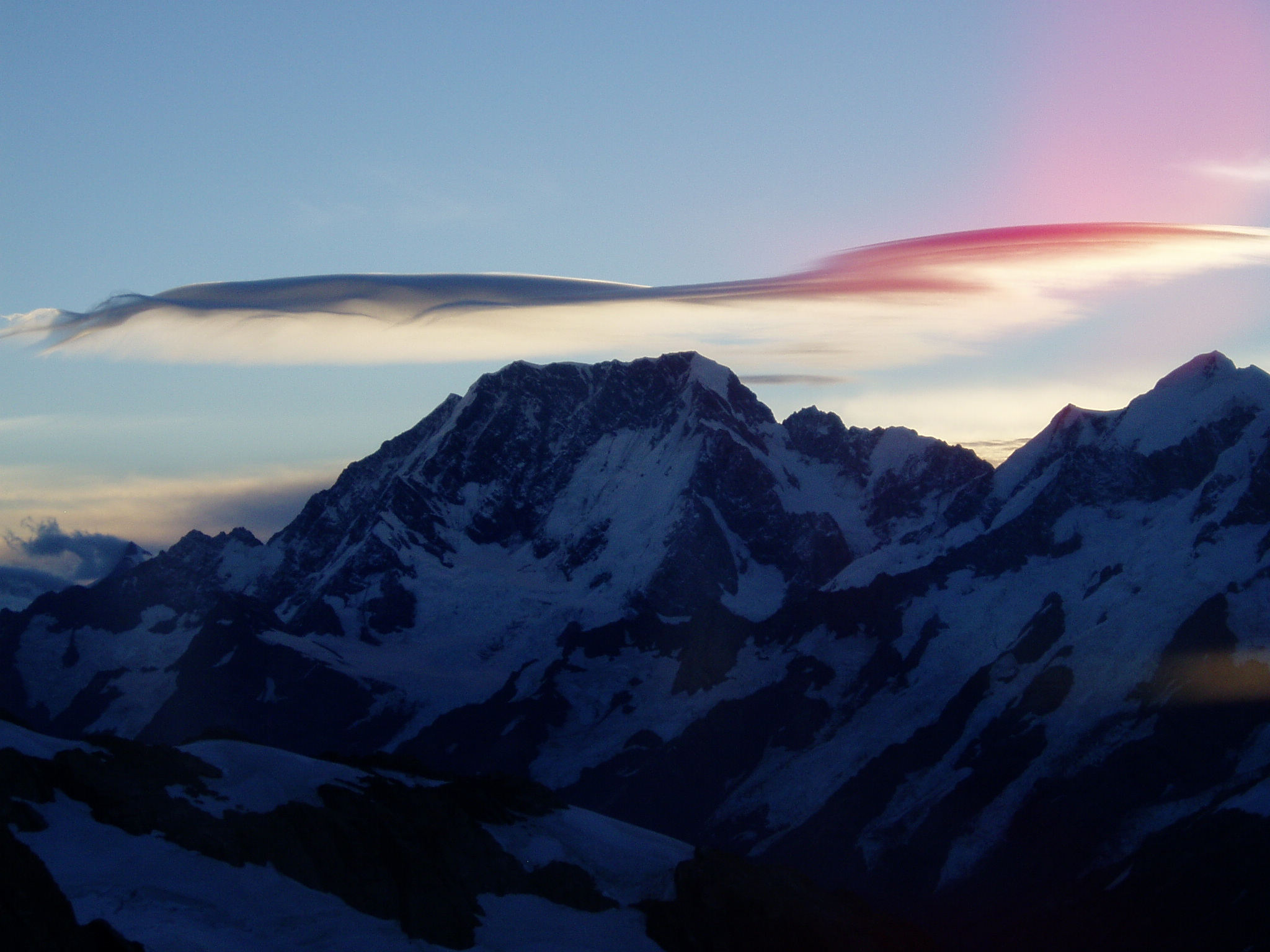 lenticular cloud over mt Cook